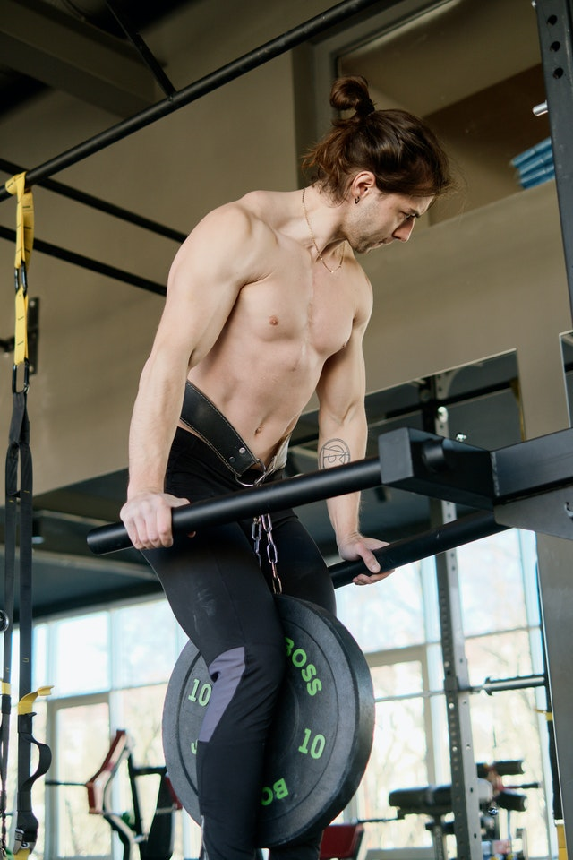 BUILD BIG ARMS USING THESE 8 EXERCISES
